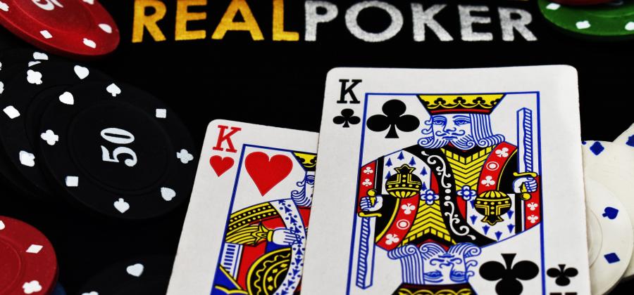 5 Korkean Panoksen Pokerisivustoa, joissa Voit Pelata Ammattilaisten kanssa